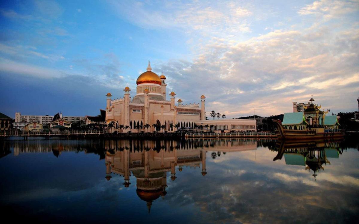 Omar-Ali-Saifuddin-Mosque-1