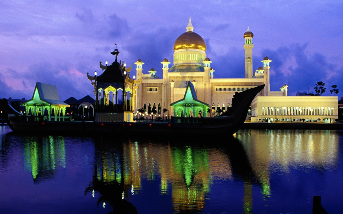 Omar-Ali-Saifuddin-Mosque-2