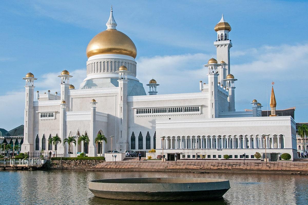 Omar-Ali-Saifuddin-Mosque-3