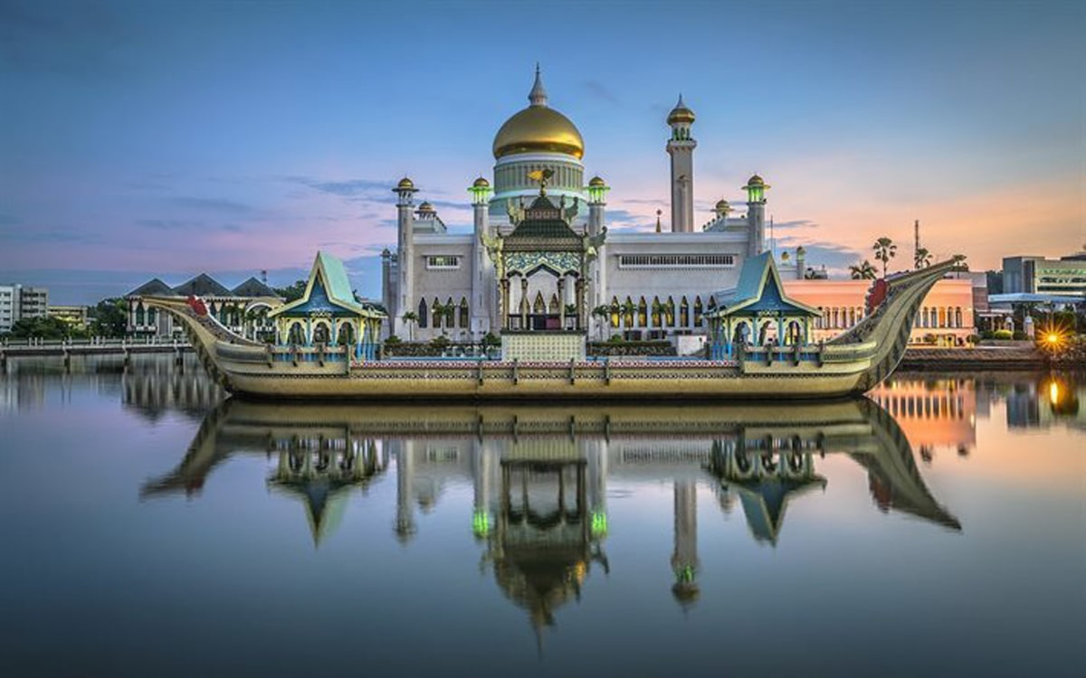 Omar-Ali-Saifuddin-Mosque-4