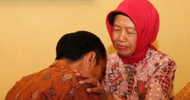 Ibu-Jokowi-Sudjiatmi-Notomihardjo