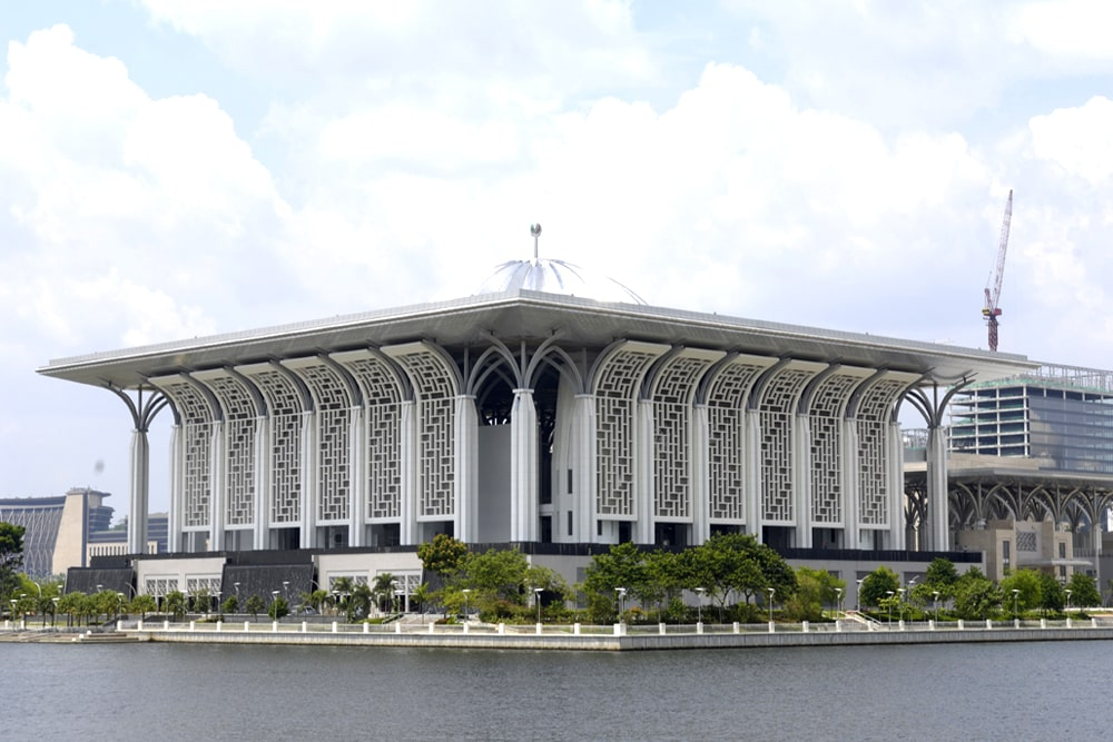 Masjid-Tuanku-Mizan-Zainal-Abidin-1
